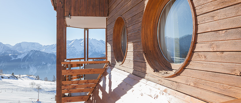 France_Alpe-dHuez_Hotel_le_royal_ours_blanc_balcony_view.jpg
